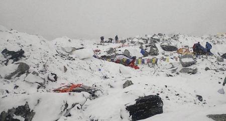 Thoát chết trên Everest vì bị cướp