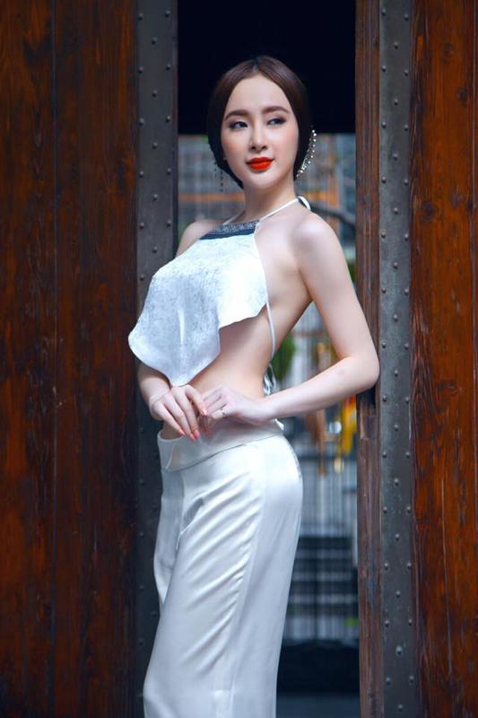Nhức mắt với trang phục khiêu khích của Angela Phương Trinh