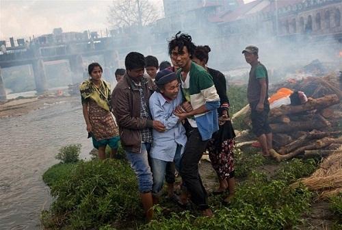 Nước mắt trong những lễ hỏa táng tập thể ở Nepal