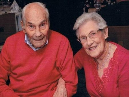 Sau 27 năm hẹn hò, cụ ông 102  tuổi đã ngỏ lời cầu hôn