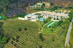 Những ngôi nhà phải mua bằng 'tiền tấn'