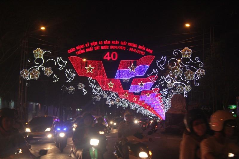 Sài Gòn đẹp lung linh chờ đón đại lễ 30/4 - 7