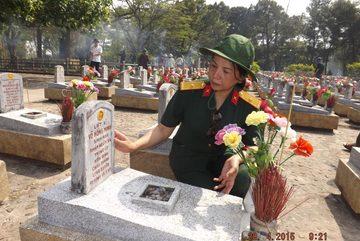 Nghẹn ngào tình đồng đội ở nghĩa trang Trường Sơn
