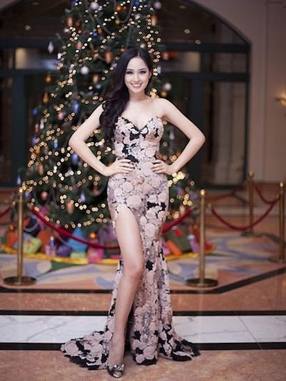 Mai Phương Thuý, chân dài, váy xẻ, táo bạo, trang phục