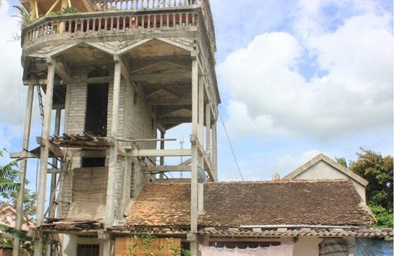 Dị nhân xứ Nghệ: 10 năm tự xây nhà kỳ quái chẳng giống ai