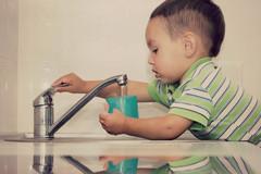 Học mẹ Mỹ cách dạy con trai 3 tuổi làm việc nhà