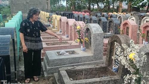 Hà Nội, 300 ngôi mộ, đập vỡ, bát hương