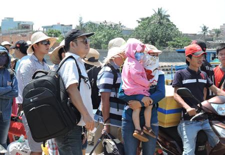 Khách chật vật rời đảo Lý Sơn sau dịp nghỉ lễ