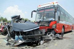 Thời sự tuần qua: Xe khách đâm ô tô con, 6 người tử vong
