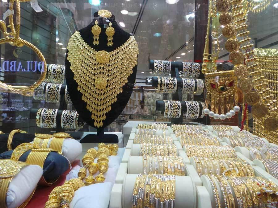 Kỳ lạ chợ bán hàng chục tấn vàng như tạp hóa