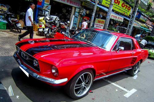 Mustang cổ hàng độc tại Sài Gòn
