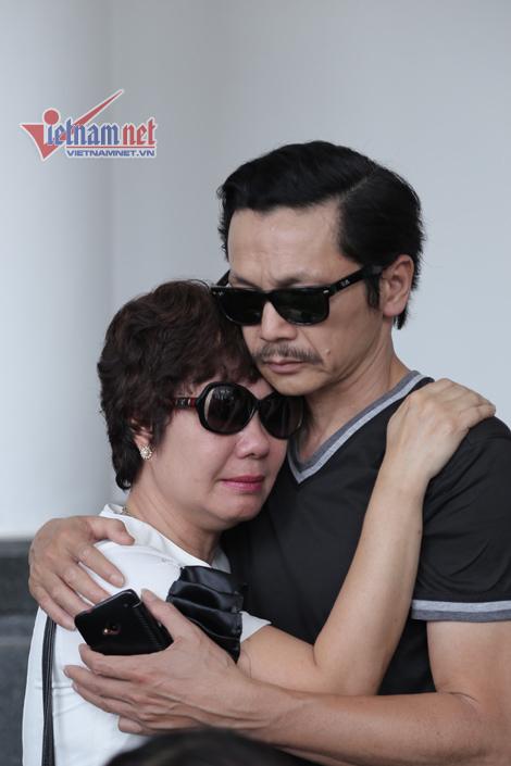 Nước mắt các nghệ sĩ tiễn biệt NSƯT Anh Dũng
