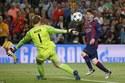 """Xem siêu nhân Messi """"hạ sát"""" người nhện Neuer"""