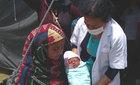 Hàng trăm em bé ra đời sau thảm họa ở Nepal