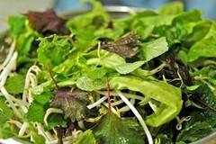 Ăn rau sống - mối nguy ít người biết