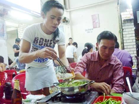 Quán 'lẩu pê-đê' độc nhất vô nhị giữa lòng Sài Gòn