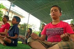 Dân Nepal đổ xô đi học thiền sau thảm họa