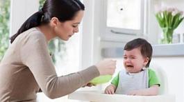 'Ép ăn, trẻ chưa tiết dịch vị thì ăn vào rồi cũng ra luôn'