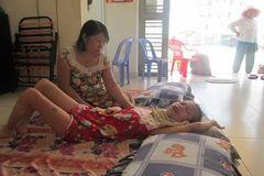 Mẹ nghèo ước ao mở tạp hóa kiếm tiền nuôi con bệnh