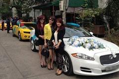 """Dàn rước dâu dùng """"xế khủng"""" Hummer H3 Limousine làm xe hoa"""