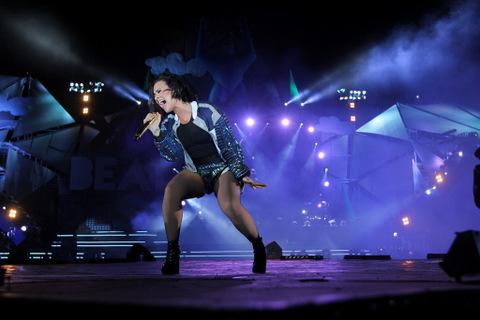 Demi Lovato hát như chiến binh giữa 50.000 khán giả
