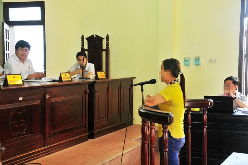Hà Tĩnh: Đằng sau phiên xử phụ huynh và cô giáo đánh lộn trong lớp