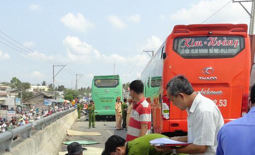 Thời sự tuần qua: Ô tô đua trên cầu, 4 người chết thảm