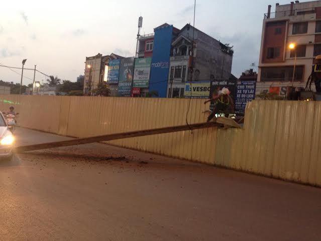 Dừng thi công dự án để rơi cọc thép giữa phố HN