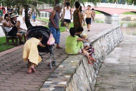 Hà Nội, bãi đỗ xe, Công viên, sân chơi...