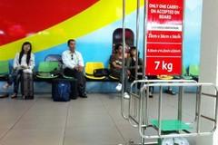 Không nộp phạt, nữ hành khách tát nhân viên hàng không lặn mất tăm