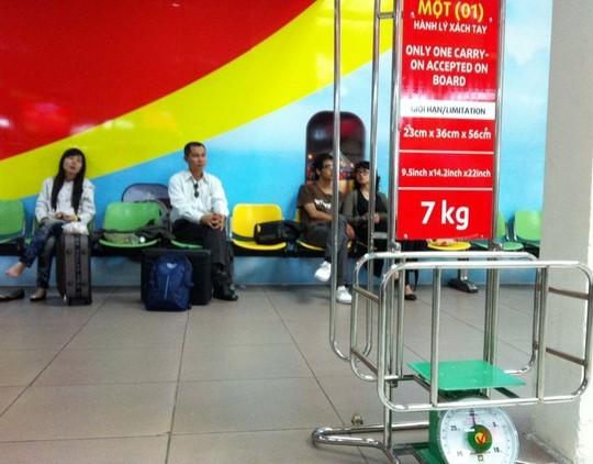 hành khách, máy bay, nhân viên, hàng không, tiếp viên, cấm bay, phạt nặng, hành lý, hành-khách, máy-bay, nhân-viên, hàng-không, tiếp-viên, cấm-bay, phạt-nặng, hành-lý