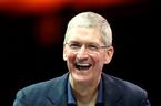 """CEO Apple Tim Cook """"vụt sáng"""" tại Trung Quốc"""