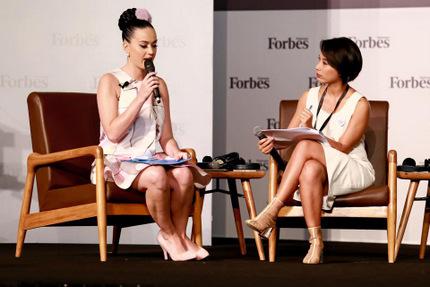 Katy Perry gây bất ngờ khi nói tiếng Việt