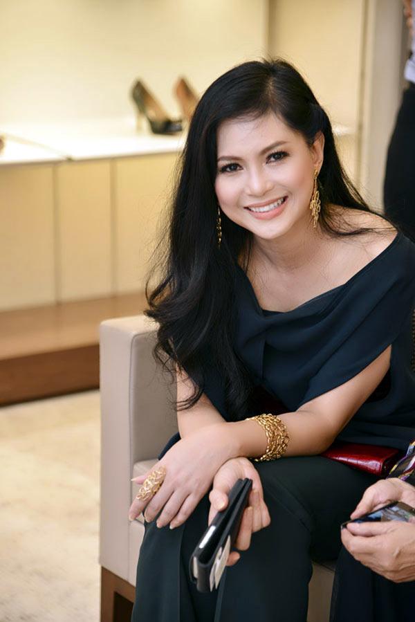 mẹ chồng Tăng Thanh Hà, Jonathan Hạnh Nguyễn, hàng hiệu, Thủy-Tiên, mẹ-chồng-Tăng-Thanh-Hà, quyền-lực