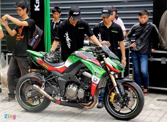 Hàng chục, siêu môtô, Sài Gòn, sự kiện