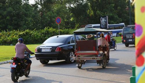 Siêu xe chạy nhan nhản trên đường phố Campuchia