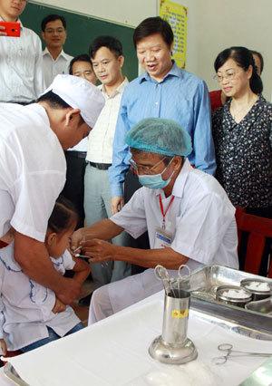 Từ tháng 5, trẻ được tiêm vắc xin sởi - rubella miễn phí