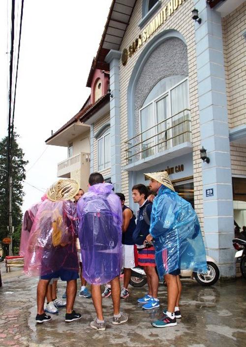 Sapa: Chiếm giữ khách sạn, hàng chục khách nước ngoài bị đuổi