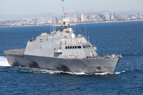 Tàu chiến Mỹ, Trung 'vờn nhau' ở Biển Đông