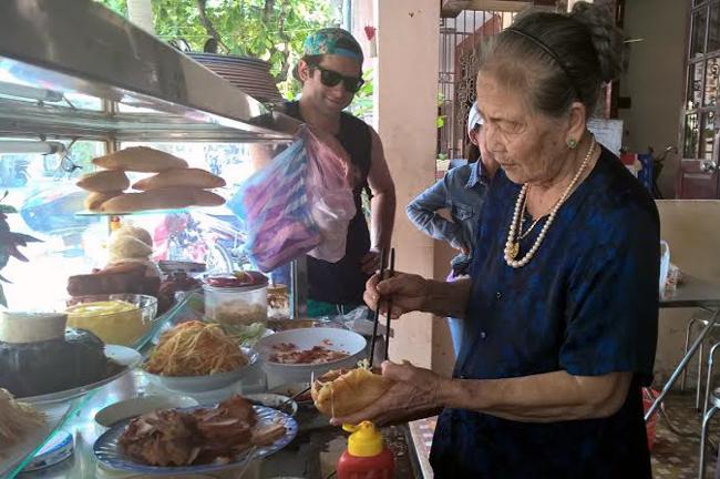 'Nữ hoàng bánh mỳ' Hội An: Lão bà 80 nức tiếng 5 châu