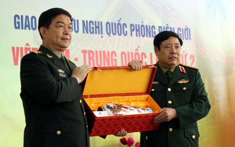 Món quà đặc biệt của Bộ trưởng Quốc phòng TQ