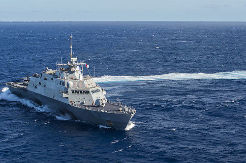 CLIP: Tàu chiến Mỹ, Trung chạm trán ở Biển Đông