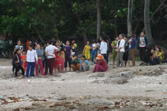 Rủ nhau tắm biển, 3 học sinh bị sóng cuốn mất tích