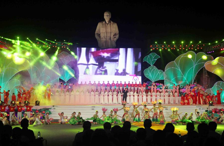 Khai mạc lễ hội làng Sen mừng sinh nhật Bác