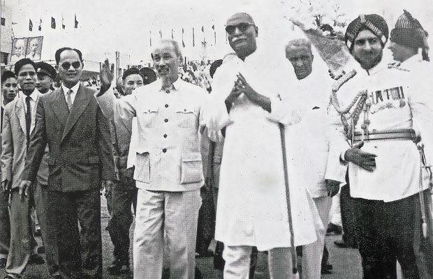 Hồ Chí Minh và phương châm 'ngũ tri' với nước lớn