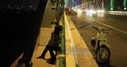 Bắt gặp những hình ảnh 'lạ' trên cầu Nhật Tân