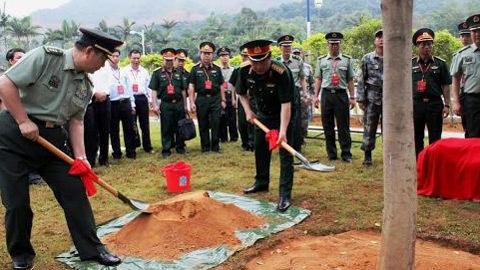 Bộ trưởng Quốc phòng Việt-Trung trồng cây lưu niệm