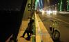 Thời sự trong ngày: Hình ảnh 'lạ' trên cầu Nhật Tân