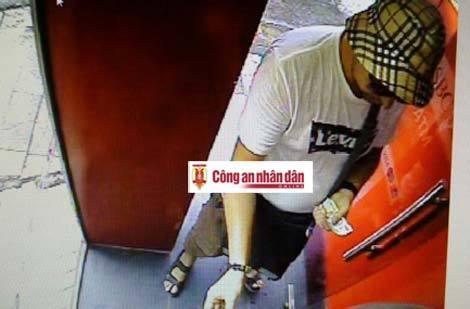 Một đối tượng nước ngoài dùng gần 400 thẻ ATM giả để rút tiền