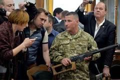 Ukraina sẽ xử hai lính Nga tội khủng bố